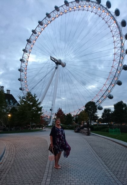 london, road-trip. plus-size, plus-size-blogger, simply-be, the-bodyguard, london-eye, Dominion-theatre, blogger, psblogger, theatre-trip, selfridges, VQ-Restaurant, Lush-Oxford-Street