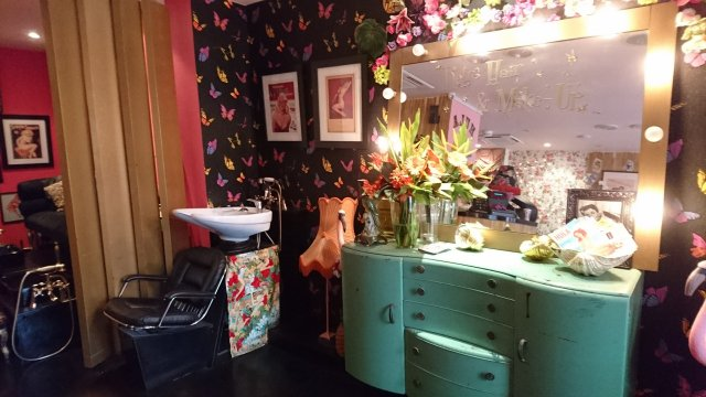 Hula-nails, lucie-luella, vintage-style, london, vintage-salon, vintage-hairdresser, most-marvellous-meet-ups, poppys, fish-and-chips, i-love-lucie, hula-salon, benefit-make-over, london-adventure, british-plus-size-awards, BPSA2016