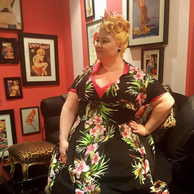 pin-up-girl-clothing, pin-up-girl, pug-girl-for-life, vintage-style, vintage-dress, plus-size-vintage, plus-size-blog, plus-size-blogger, plus-size-fashion, fatshionista, award-winning-blogger, award-winning-plus-size-blogger, london, hula-nails, train-travel, fontaines, cocktail-bar