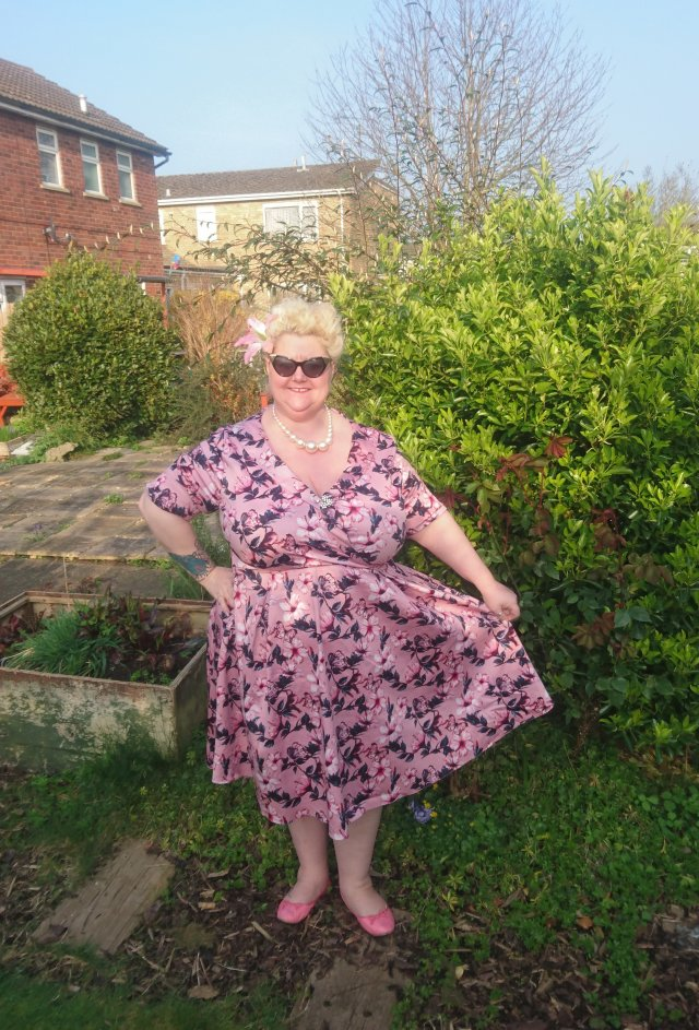 lady-voluptuous, ladyvlondon, yours-clothing, roxy-dress, vintage-style, repro-vintage, vintage-girl, plus-size-fashion, plus-size-clothing, plus-size-vintage, vintage-fatshionista, floral-dress, lady-voluptuous-roxy-dress