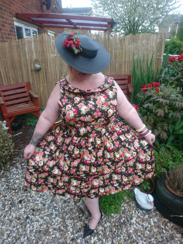 dolly-and-dotty, lucy-loves-violet, cindy-dress, plus-size, plus-size-fashion, repro-fashion, vintage-fashion, fatshionista, floral-dress, shawl-collar, vintage-dress, plus-size-vintage, ps-blogger, award-winning-blogger