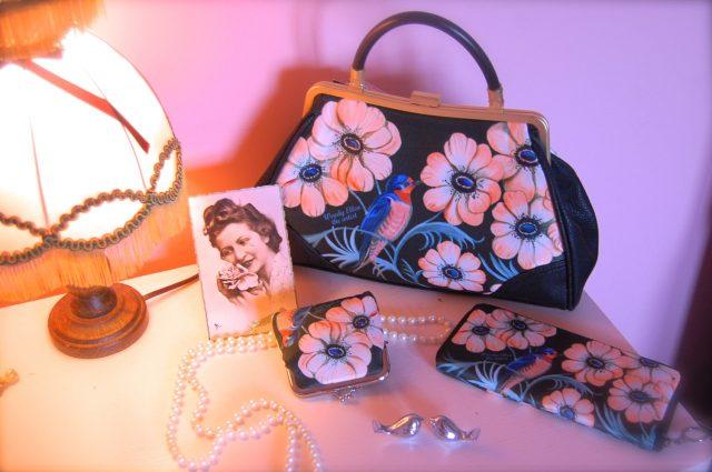 https://www.retrostylehandbag.com/listing/211128421/retro-handbag-set-vintage-handbag