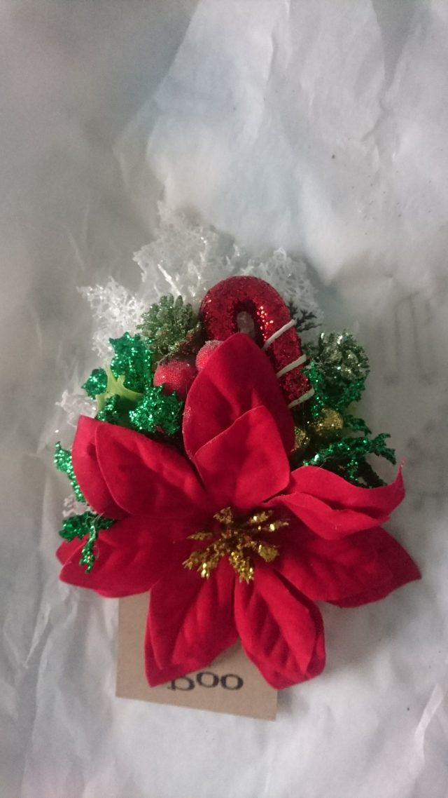 RubyBooMakes, Ruby Boo, Hair Flowers, Hair accessories, Hairwear, Christmas Accessories, Festive wear, vintage style, Vintage flowers, plus size blogger, plus size fashion, plus size girl,